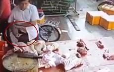 Khủng hoảng thịt lợn ở Trung Quốc: Điên cuồng tranh cướp miếng thịt giảm giá, trộm thịt giấu vào túi quần