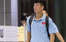 Tuyển Việt Nam diện cả loạt AirPods và Apple Watch ra sân bay, không ai đeo Galaxy Buds