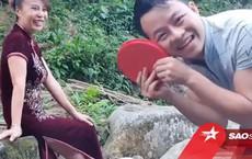 Chồng trẻ 26 tuổi đưa vợ 62 tuổi ra bờ suối tặng quà bất ngờ nhân ngày 20/10