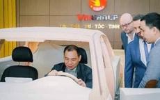 Chủ tịch Phạm Nhật Vượng đích thân thử 2 mẫu xe mới của VinFast cạnh tranh Hyundai Kona và Honda CR-V