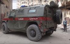 VIDEO: Xe bọc thép Mỹ chặn đầu xe tuần tra của Nga ở Syria