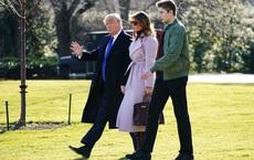 """Cao 1m90, ông Trump vẫn thấp hơn con trai 13 tuổi """"gần 1 cái đầu"""": Dân Mỹ """"choáng"""", đặt nhiều biệt danh lạ"""
