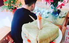 Sinh nhật anh trai đúng mùng 2 Tết, em gái tặng món quà bất ngờ từ bánh chưng khiến dân tình không thể nhịn cười