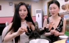 Virus Corona: Cô gái TQ xinh đẹp xin lỗi vì video ăn món súp dơi gây tranh cãi