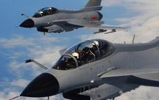 """Được tung hô sánh ngang F-16, lại """"rẻ giật mình"""", vì sao J-10 Trung Quốc vẫn ế chỏng chơ?"""