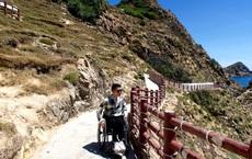 """Chàng trai đặc biệt của giới phượt thủ Việt: Bỏ lại """"bóng tối"""", bước ra thế giới bên ngoài trên chiếc xe lăn"""
