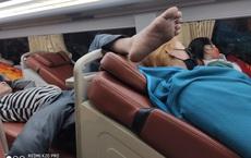 """Nửa đêm bật dậy, """"bàn chân xấu xí"""" trên xe giường nằm khiến hành khách bức xúc, 5 phút sau tình cảnh còn ngán ngẩm hơn"""