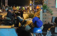"""[Ảnh] Dân Sài Gòn ngủ vạ vật, trắng đêm xem công an chốt chặn, tiêu diệt Tuấn """"Khỉ"""" ở tỉnh lộ 15"""