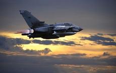 """NÓNG: Houthi """"thộp cổ cá lớn"""", bắn hạ chiến đấu cơ Tornado hiện đại - Liên quân Saudi thiệt hại nặng"""