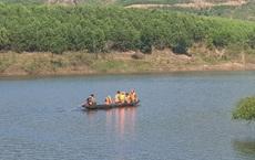 [Nóng] Chìm thuyền chở 10 người ở Quảng Nam, 6 người mất tích
