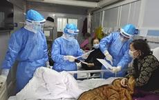 [VIDEO] Không biết thủ ngữ, bác sĩ ở Vũ Hán chăm sóc bệnh nhân câm điếc như thế nào?
