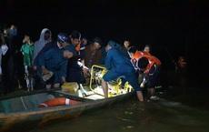 Ghe chở 10 người vượt sông đi cúng đầu năm bị chìm, đã vớt được 2 thi thể, 4 người còn mất tích