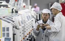 Khan hiếm lao động vì COVID-19, nhà sản xuất iPhone quyết thưởng nóng 1000 USD cho công nhân mới