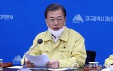 Tổng thống Hàn Quốc Moon Jae-in đang thăm tâm dịch corona Daegu