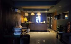"""Cảnh hiu hắt bên trong khách sạn ở HN """"ngấm đòn"""" Covid-19, cho nhân viên nghỉ việc 4 tháng"""