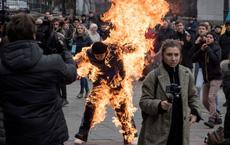 24h qua ảnh: Người biểu tình tự thiêu ở thủ đô Ukraine