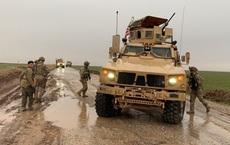 QĐ Syria dọa nổ súng, buộc đoàn xe Mỹ đang tìm cách tiếp cận căn cứ Nga phải quay đầu?