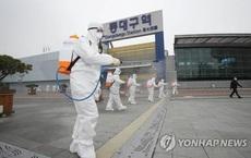 Nữ bệnh nhân Hàn Quốc nhiễm Covid-19 nhổ bọt vào nhân viên y tế