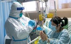 [VIDEO] Trung Quốc: Cận cảnh cách đưa cơm cho bệnh nhân bị cách ly vì virus corona ở Vũ Hán