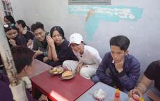 H'Hen Niê khiến khán giả quốc tế thích thú khi đi ăn bánh mỳ ngoài chợ