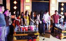 """25 """"chân dài"""" cùng nhóm thanh niên thuê quán karaoke để thác loạn mừng sinh nhật"""