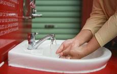 Lắp đặt trạm rửa tay dã chiến ở Hà Nội để phòng, chống dịch Covid-19