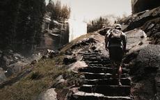 Là thí sinh cuối cùng trong cuộc phi kén phò mã, chàng trai bước lên đến bậc đá thứ 5 thì chuyện kỳ lạ xảy ra