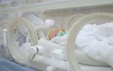 Tin vui: Sản phụ từng đến Bệnh viện Bạch Mai khám đã sinh 3 tại khu cách ly