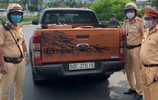 CSGT bắt xe ô tô chở 10.000 chiếc khẩu trang y tế không rõ nguồn gốc ở Sài Gòn