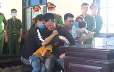 2 bị cáo 9x ôm vợ con khóc nức nở sau khi bị tuyên án tử hình