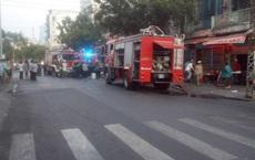 Giải cứu thành công 10 người mắc kẹt trong chung cư bốc cháy ở Sài Gòn