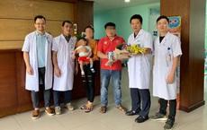 """Ca mổ """"đặc biệt"""" của bác sĩ Việt cứu sống bé gái 12 tháng tuổi người Lào"""