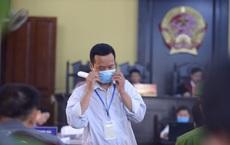 Xét xử vụ gian lận thi ở Sơn La: Con trai bị chấm chênh 24,8 điểm, mẹ nói rằng chỉ nhờ xem điểm
