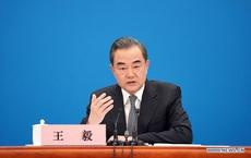 """COVID-19, Hồng Kông và quan hệ Mỹ-Trung: Ông Vương Nghị gửi thông điệp """"rắn"""", nói Mỹ """"ngưng ảo tưởng"""""""