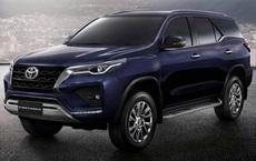 Bên trong Toyota Fortuner 2021 vừa lộ diện có những gì?
