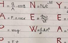Muốn học trò nghỉ Tết không quên bài vở, thầy giáo Vật Lý tặng một 'câu chúc' khiến ai nhìn vào cũng khóc thét
