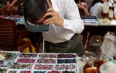 Chỉ họp 1 lần vào Chủ nhật hàng tuần, đây là phiên chợ triệu đô chuyên giao thương các loại đá quý, hiếm ngay giữa lòng Hà Nội