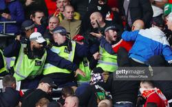 Fan Hungary đánh nhau cực căng với cảnh sát Anh