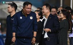 """Bầu Hiển vui ra mặt, nắm chặt tay động viên Hà Nội FC trước ngày có """"biến động"""" lớn"""