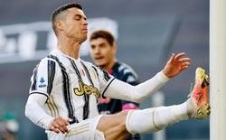 """Tiết lộ sốc: Cristiano Ronaldo """"cáu kỉnh và cô lập"""" với các đồng đội ở Juventus"""