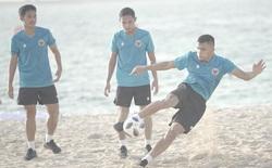 Tuyển Indonesia đã đến UAE, HLV Hàn Quốc cho cầu thủ tập ở bãi biển