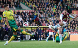 Cầu thủ vô danh làm điều chưa từng có ở Ngoại hạng Anh