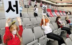 Đội bóng Hàn Quốc phải chịu án phạt tiền tỷ sau bê bối đưa búp bê tình dục lên khán đài