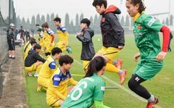 Cầu thủ nữ Việt Nam quấn dây cao su vào bụng để tập thể lực, sẵn sàng đối đầu tuyển Australia