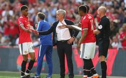 Cười lên đi, thì Man United mới thành công được, Mourinho ạ!