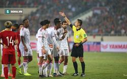 """HLV UAE: """"Tôi chưa từng thấy trọng tài nào rút thẻ đỏ nhanh như thế"""""""