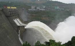 Thủy điện Hòa Bình mở 1 cửa xả đáy