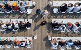 24h qua ảnh: Mọi người hào hứng thi ăn cua ở Trung Quốc