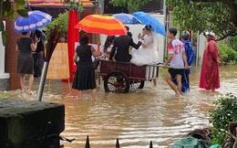 """CLIP: Xóm làng xứ Quảng """"giải cứu"""" 55 mâm cỗ cưới bị """"ế"""" do mưa lũ"""