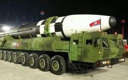 """Mỹ nổi cơn thịnh nộ vì tên lửa """"quái vật"""" của Triều Tiên"""